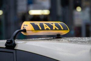 מונית ל-10 אנשים ראשית