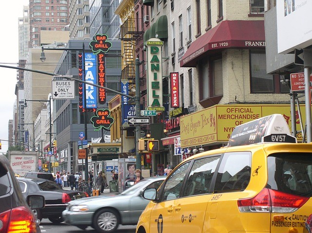מונית גדולה ברחובות